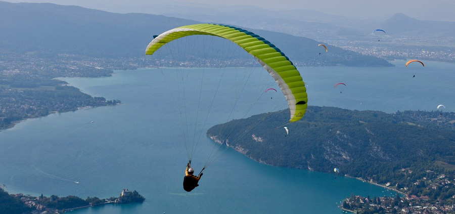paragliding over lake Annecy