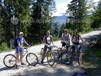 Students Mountainbiking