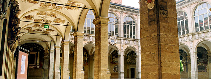 Bologna building courtyard