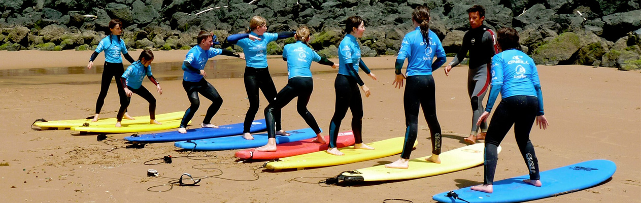 Young student course & surf in Biarritz