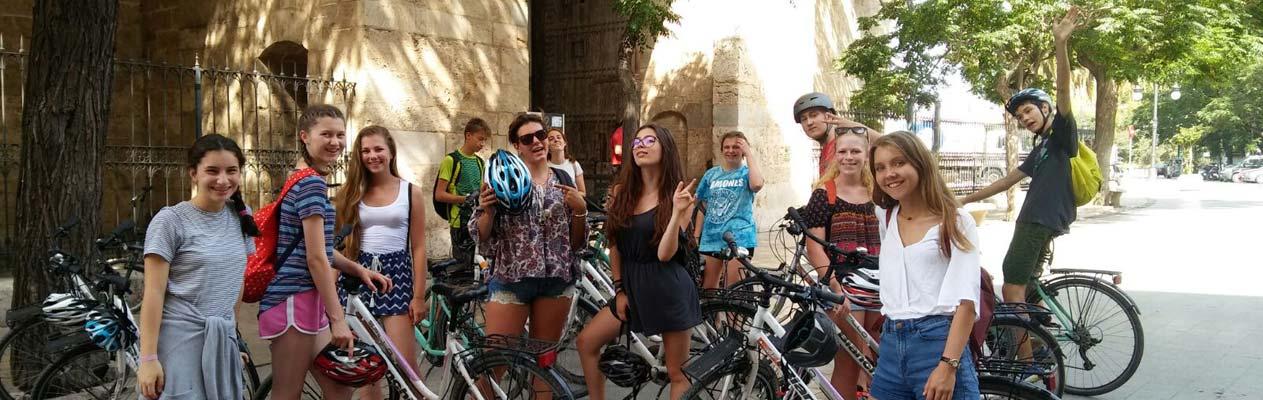 Juniors biking around Valencia whilst learning Spanish