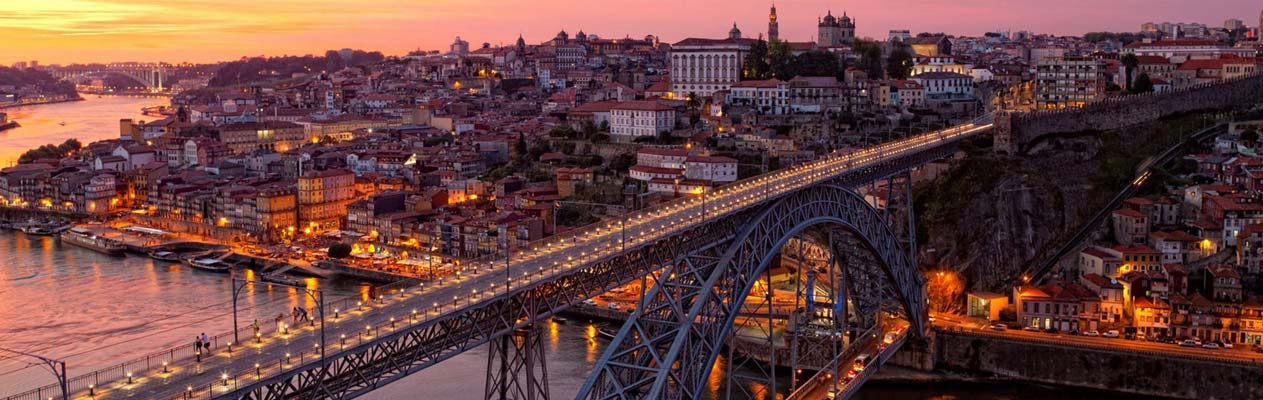 Dom Luís I Bridge in Porto's historic centre