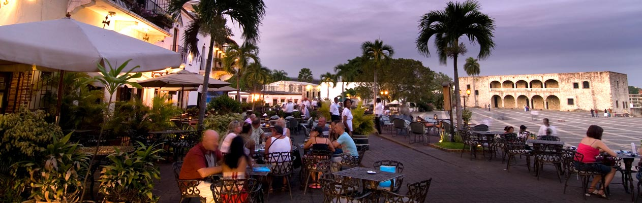 Eveing café scene, Santo Domingo, capital of the Dominican Republic